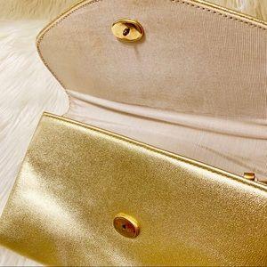 Bags - ⭐️Vintage Metallic Gold Envelope Clutch